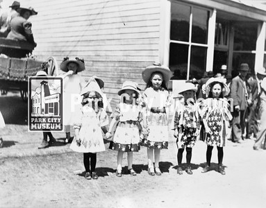 Children at the 4th of July parade, ca.1910s (Image: 1990-31-11, Bea Kummer Collection)