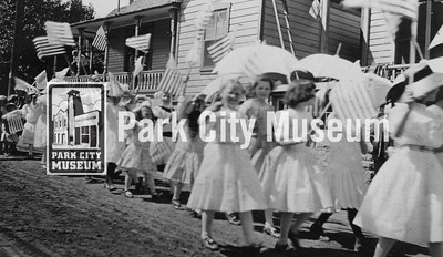 Girls march in the 4th of July parade, ca.1905-1915 (Image: 2007-11-448, Thomas F. Hansen Collection)