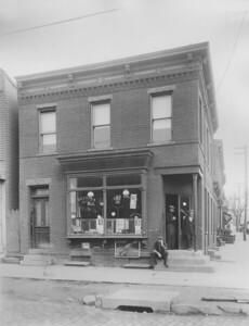 Melvina Pet Shop, 56th Street and Flushing Avenue