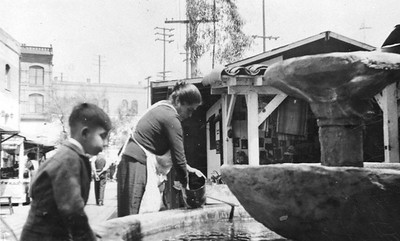 1938, Olvera St, Fountain and Vendors