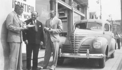 1939, Sidewalk Chat