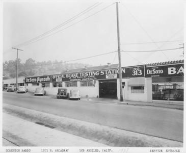 1938, Service Entrance