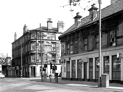 Where Cathcart Rd meets Gorbals St, at Cumberland St.   The Granite City is still there, under a different name.    April 1973