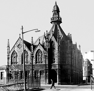 Ballater St , south side at Thistle St.   Cunninghame Memorial U F Church (H. and D. Barclay, 1898). This richly decorated Gothic building was gutted by fire one night and demolished the following day, in early December 1977.    May 1974