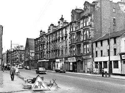 London Rd, north side west of Green St.   The Calton Bar is about to get a new fascia.    July 1973