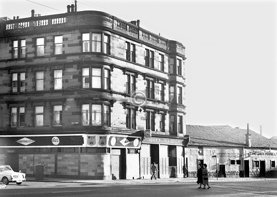 Corner of Green St and London Rd.    This handsome tenement is one of the few surviving old buildings among these shots of London Rd. The Nationalist is now the Calton Bar. The Jack House, funnily enough, sold jacks - trolley, bottle, and ratchet jacks, and hydraulic equipment, compressors and air tools.    January 1974