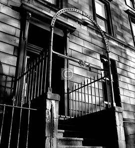 15 Monteith Row.   There is a socket at the top of the iron arch which would once have held a lantern.    January 1976