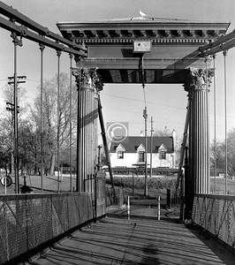 St Andrew's Suspension Bridge, built in 1855 for the convenience of workers crossing the river to the factories of Hutchesontown.    December 1975