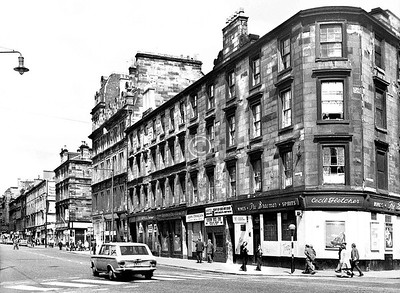 London Rd, north side west of Charlotte St.   The Braemar is still there, the block reduced to two storeys, but the scene is almost unrecognisable today.    July 1973