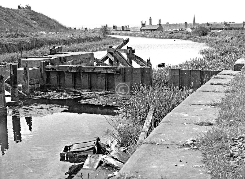 F&C south of Firhill basin.  The remains of one of the WW2 safety gates, the function of which was to isolate any section of the canal breached by a German bomb and thus limiting any flooding.  May 1975