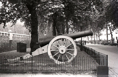 Big gun outside the Tower of London. Hey, I was an 11 year old boy, what do you expect me to take pictures of, flowers?