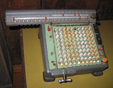 Mechanical calculator, Hemet Museum, 30 Sep 2006