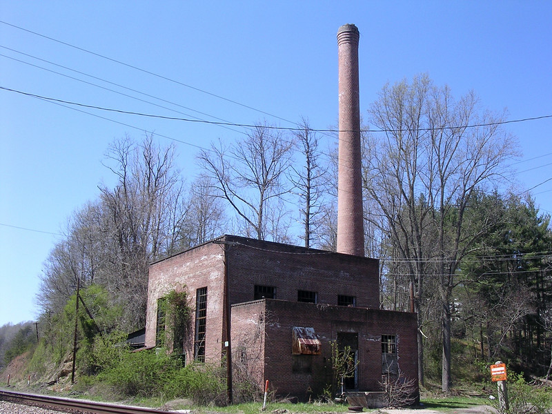 The complex was completely self-contained, even having its own power plant. The plant was at the bottom of the hill next to the railroad tracks to facilitate the delivery of coal. <br /> <br /> 4-23-07