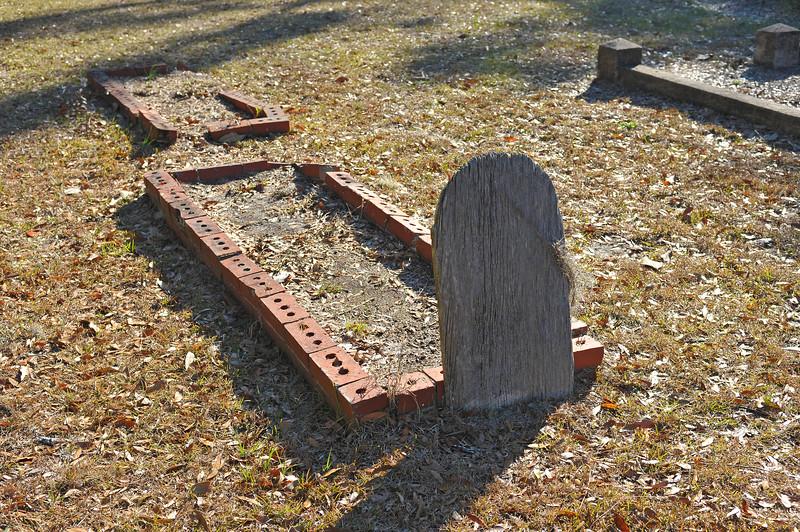 Oak Grove Cemetery Society - Brunswick, Georgia - Cleanup Day - 01-13-18