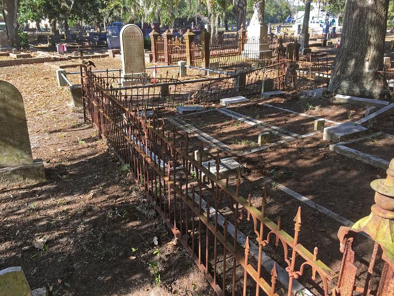 Oak Grove Cemetery Society - Brunswick, Georgia - Cleanup Day - 12-10-16