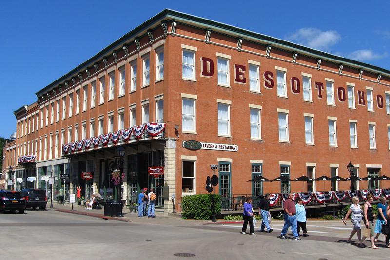 <i>DeSoto House Hotel (ca. 1855)</i>