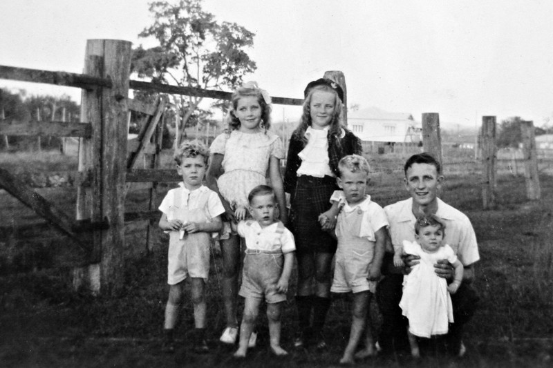 Grandchildren of Robert and Catherine Stehbens