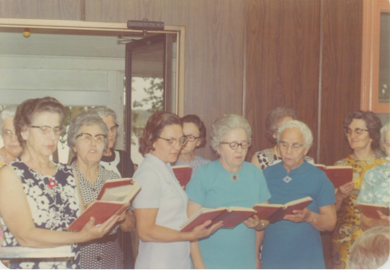 The singers.  Back right - Vi Nussbaum.