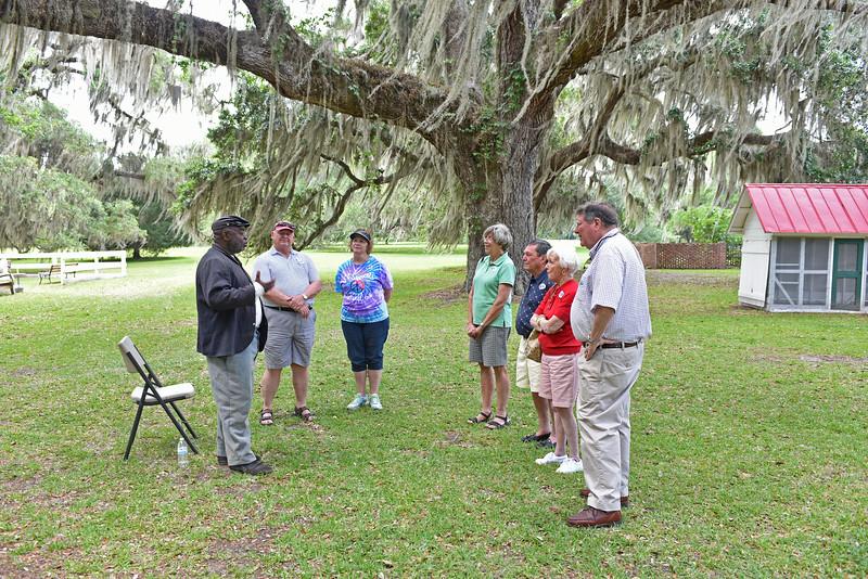 Hofwyl-Broadfield Plantation - Joseph McGill talks to visitors 05-23-15