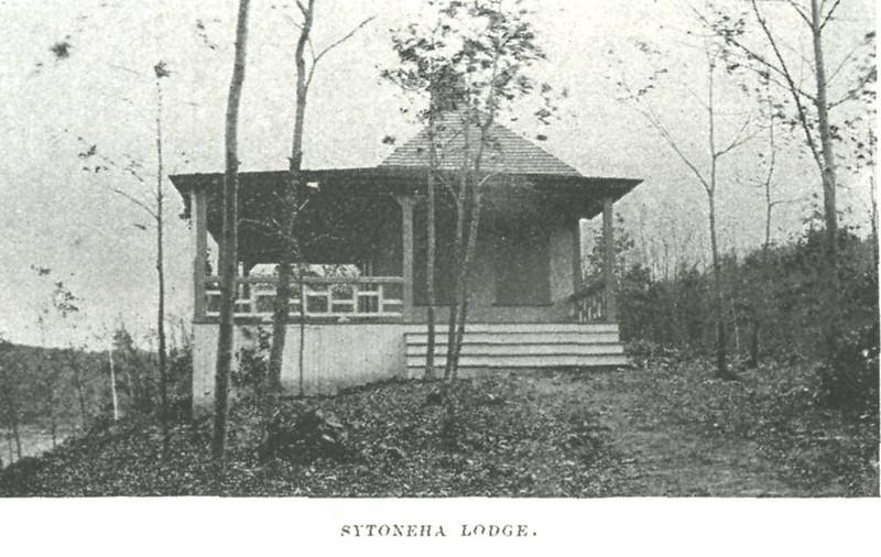 Holyoke Sytonera Lodge