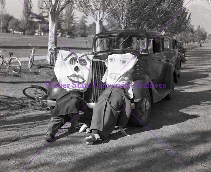 Acorn - Such monstrosities were seen around the residential district to gather crowds for the traveling play_1949 Homecoming