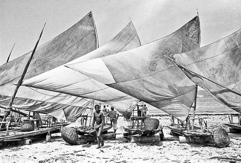 1972-112-030-Brasil Jangadas na Costa