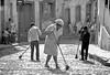 1972-101-028-Brasil Minas Sabarah Ruas limpiando