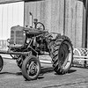 VINTAGE IH (INTERNATIONAL HARVESTER) TRACTOR