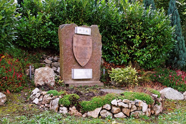 Marcel Ozer, a 'Stavelotain' erected this and other memorials on his own initiative. It commemorates the men of the 825th Tank Destroyer Battalion, 291st Engineer Combat Battalion and 526th Armored Infantry BattaUon killed here in Stavelot and on the road to Trois Ponts.