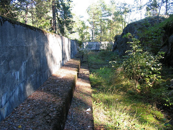 Second part of the defence wall. The armoured machine gun carriage whas pushed behind this wall between the gun positions.