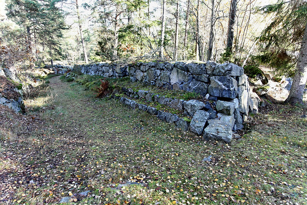 The wall of the Wärmdö line, its 2km long and built between 1899-1903.