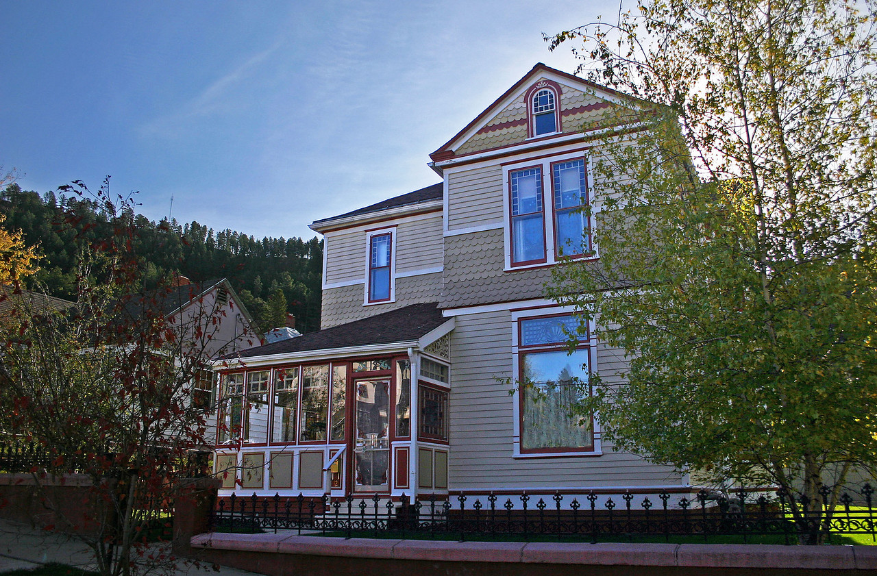 WE RECOMMEND THIS GALLERY BE VIEWED AS A SLIDESHOW.  PLEASE SELECT <I><B>SLIDESHOW</B></I> TAB   Exterior view of the Lynn Namminga home at 12 Lincoln Street in Deadwood. 2011 tour of the Lynn Namminga home - 12 Lincoln St., Deadwood