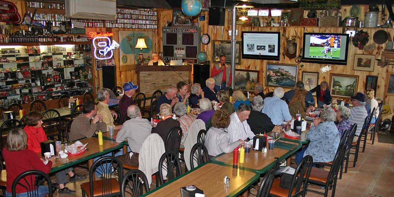 We had a nice turnout for this meeting.  To see a larger image, simply click on the photographs.
