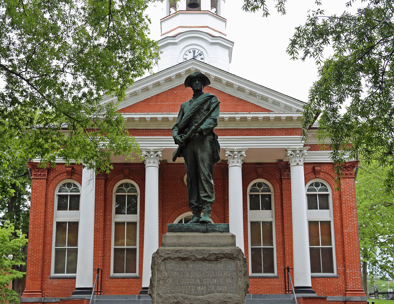 Confederate memorial at the Loudoun County Courthouse