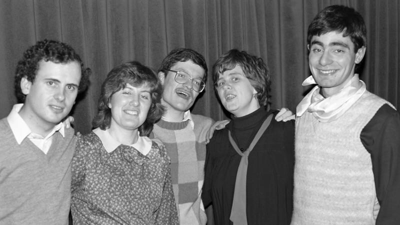 1984 MAD Annual Dinner. A row of presidents: Jon Linehan (1981), Anne Dalton (1982), Mark Harrick (1983), Elisabeth Ford (1984), Mark Attard (1985).