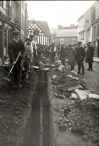 In 1909 Newent was plumbed for fresh piped water. This is the construction crew laying the pipe in the road along Church street