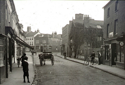 Broad Street, note the railings to the right outside what was the methodist church. The iron railings dissapeared during the war when steel was in short supply to make weapons.