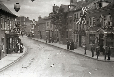 In 1910 the town was decorated on honor of the Coronation of King George