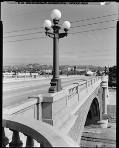 1999, Lighting Detail on North Broadway Bridge