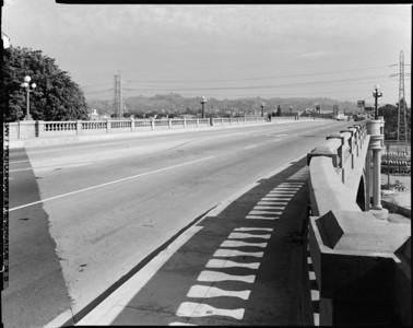 1999, Looking Northeast on the North Broadway Bridge