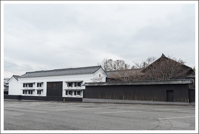 I think this is a warehouse, probably for the storage of rice wine.
