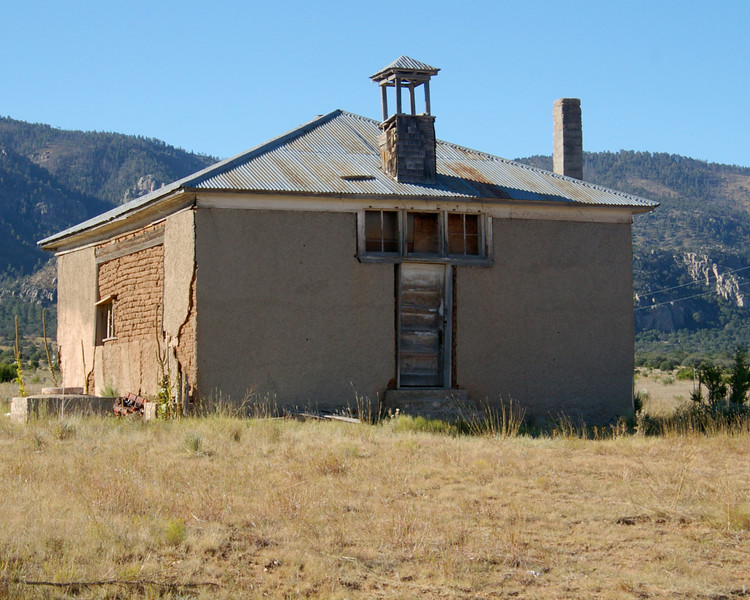 An old one room school house in what is left of Encinoso NM.