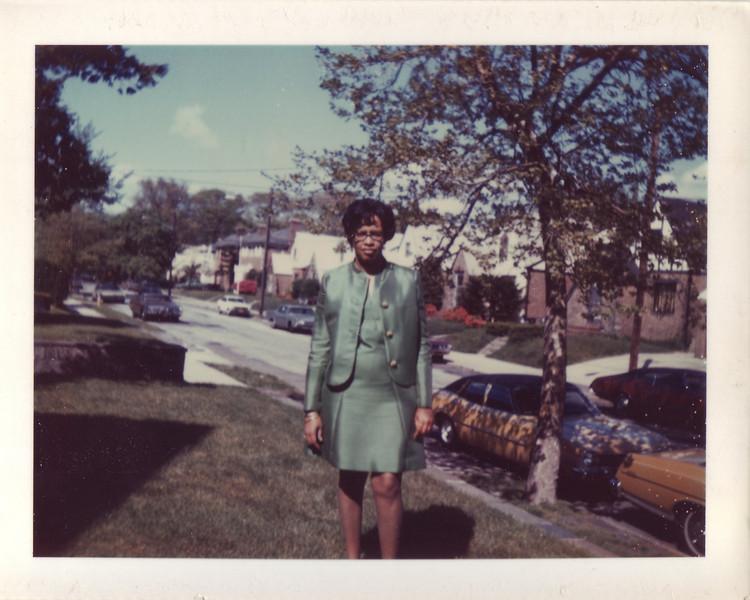 Mom on Aunt Kathleens lawn_Laurelton