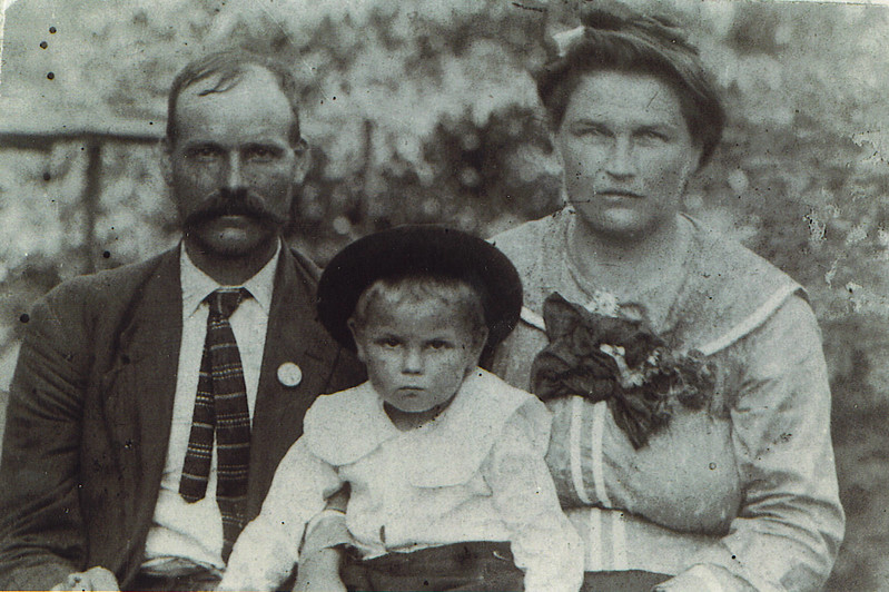 1. Pam's great-grandfather was Isaac Powers (1874-1947). He was born in Russell County, Virginia and died in Dickenson County, Virginia, He was the son of Thomas Jefferson 'Jeff' Powers (1847-1910) and Mary Cook (1850-1913). In 1896 Isaac married Octavia Rosie Kiser (1875-1928),  They had nine children: Bessie (1896-1982), James Robert (1896-1974), John S. (1901-1933), America Louise (1903-1996), Columbus S. 'Bud' (1906-1947, Lemuel D. (1908-2000), Graffie (1912-1914), Easter (1914-1915), and Beulah Fay (1916-1998).<br /> <br /> PICTURED HERE are Isaac, Rosie and their son Lemuel. It was taken about 1911.