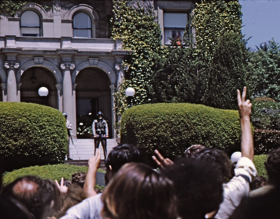 "5*Tue, May 20, 1969<br /> *People: Chancellor Heynes wife, cops, protesters<br /> Subject: ""V"" signs<br /> *Place: chancellors house, northside of campus<br /> Activity: ppp<br /> Comments: not for Vietnam War, but UC Berkeley war."