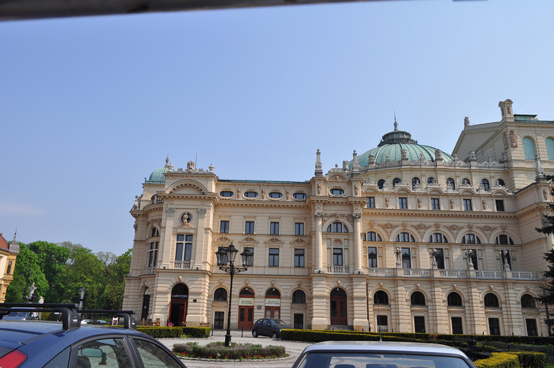 Approaching the Slowacki Theater building.