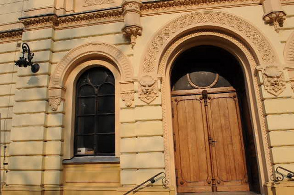 A short video clip of the main entrance to the synagogue