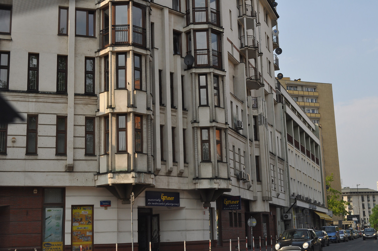 """The corner of Twarda and Sienna today. Look at the Warsaw ghetto map to see that this was the edge of the ghetto and, before that, the Jewish Quarter:<br /> <br /> <a href=""""http://fcit.usf.edu/HOLOCAUST/MAPS/map007.HTM"""">http://fcit.usf.edu/HOLOCAUST/MAPS/map007.HTM</a>"""