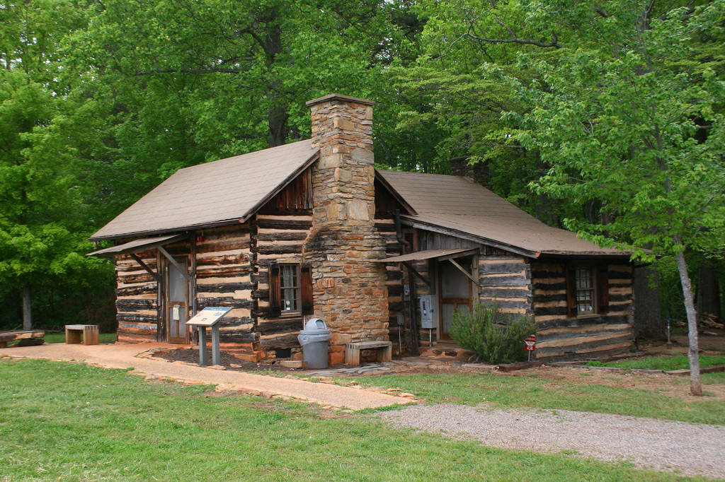 The visitor center is housed in this faux-log cabin.  It looks authentic but doesn't have any historic relation to the site as it was built in the 1940's...