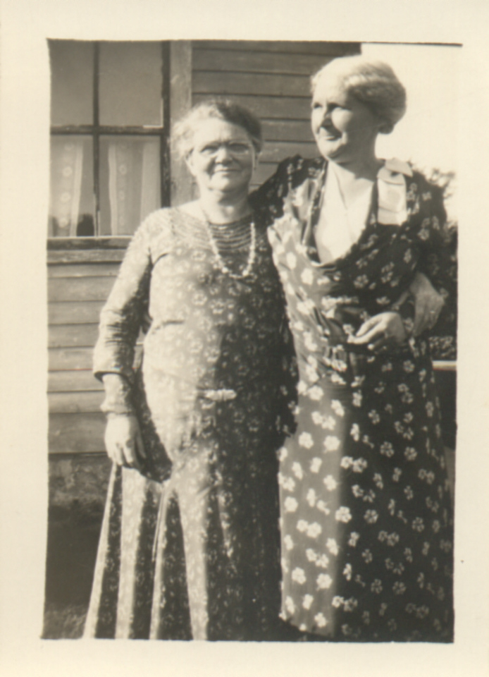 Jennie Quayle, Hansine Johnson